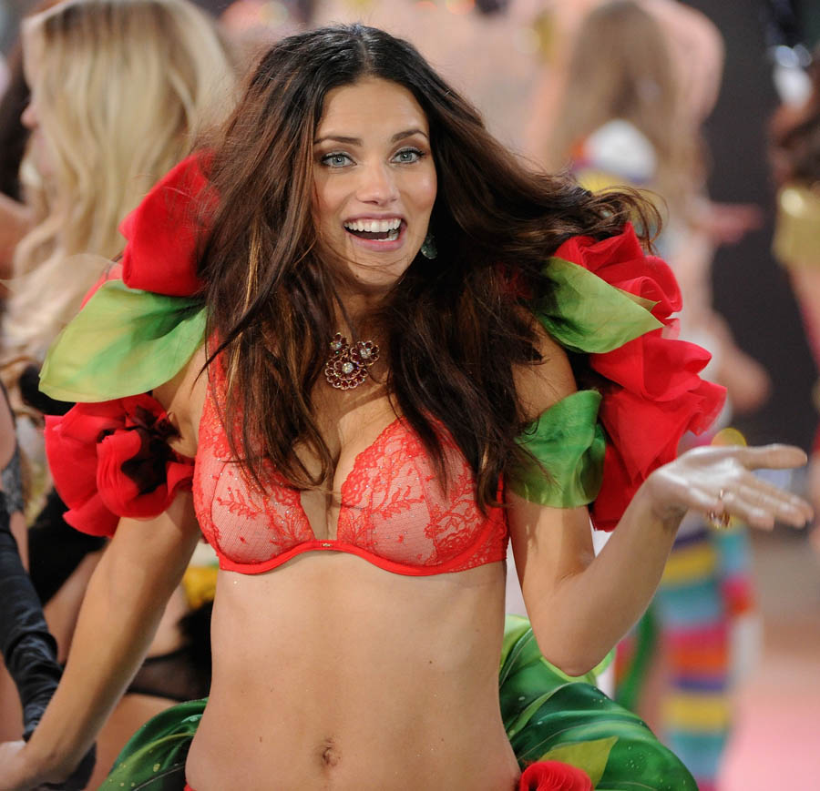 Adriana Lima Victoria s Secret 2012 Fashion Show finale