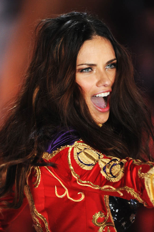 Adriana Lima Victoria s Secret 2012 Fashion Show makeup