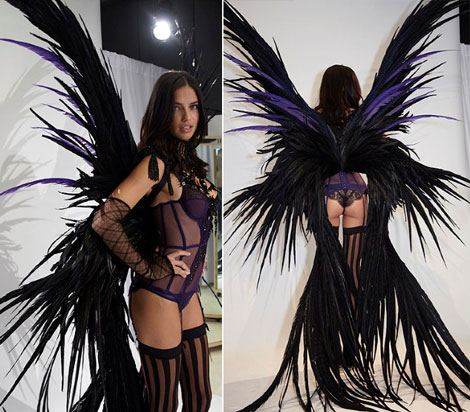 Adriana Lima s black feathered wings Victoria s Secret 2011