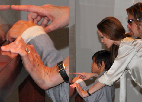 Angelina Jolie Engaged To Brad Pitt. Huge Engagement Ring On Display