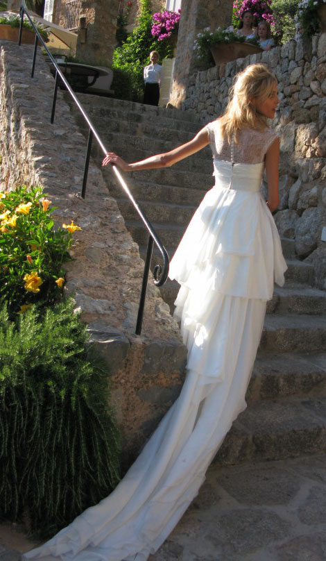 Anja Rubik back of wedding dress