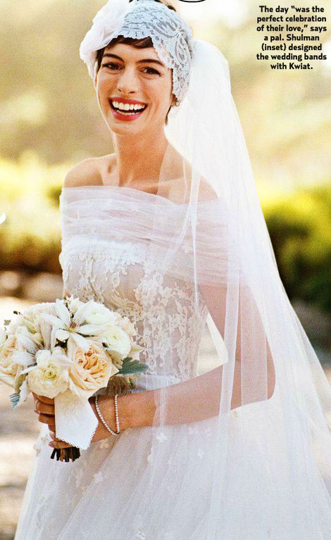 Anne Hathaway s Valentino wedding dress