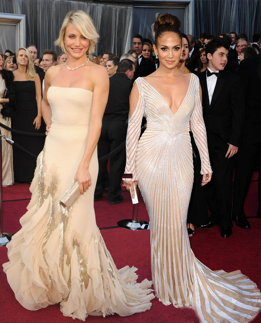 Jennifer Lopez Cameron Diaz In Pale Dresses For 2012 Oscars on angelina presenting at oscars
