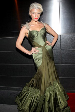 Crystal Renn blond hair bleached eyebrows Crystal Renn Is Blonde With Bleached Eyebrows. Wants Acting Career