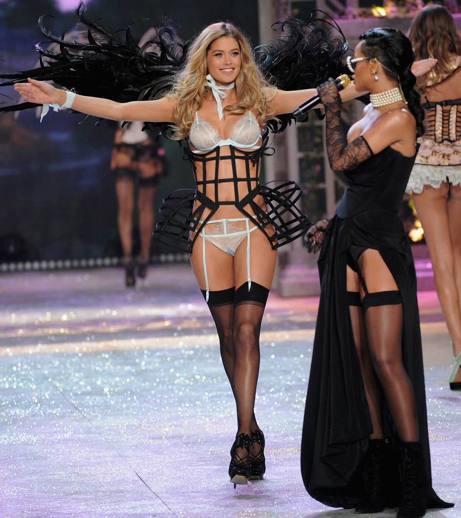 Doutzen Kroes Rihanna Diamonds Victoria s Secret 2012 show