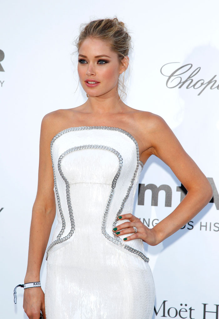 Doutzen Kroes hair makeup jewelry amfAR Cannes 2012