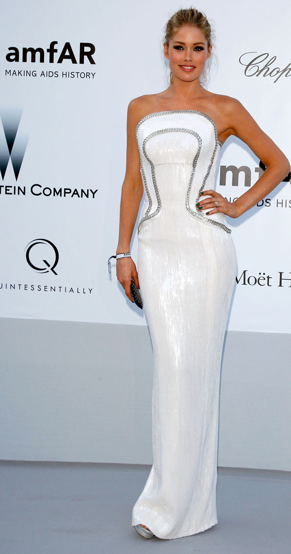 Doutzen Kroes in white Versace dress amfAR Cannes 2012