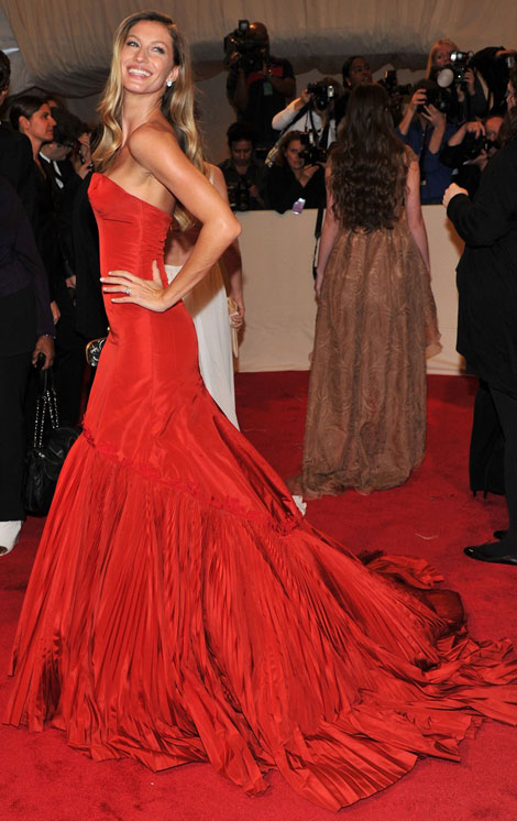 Gisele Bundchen red McQueen dress Met Gala 2011