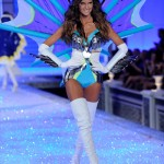 Izabel-Goulart-2011-Victoria-s-Secret-Fashion-Show