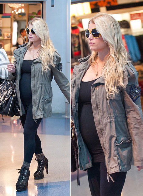 Jessica Simpson's Baby Bump. Finally!