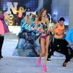 Karlie-Kloss-2011-Victoria-s-Secret-Fashion-Show-Pink