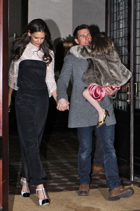 katie Holmes birthday with husband Tom Cruise and daughter
