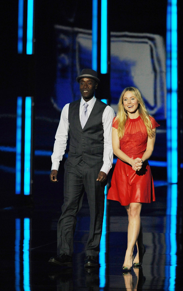 Kristen Bell 2012 People s Choice Awards presenting