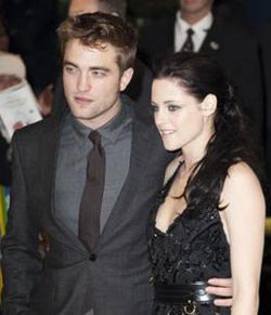 Kristen Stewart back with Robert Pattinson