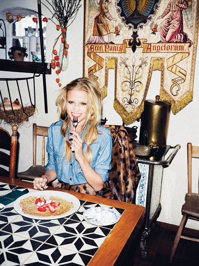 Lara Stone eating