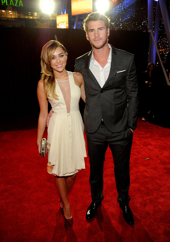 Miley Cyrus with boyfriend 2012 People s Choice Awards