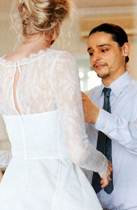 Olivier Theyskens working on Caroline Trentini s wedding dress