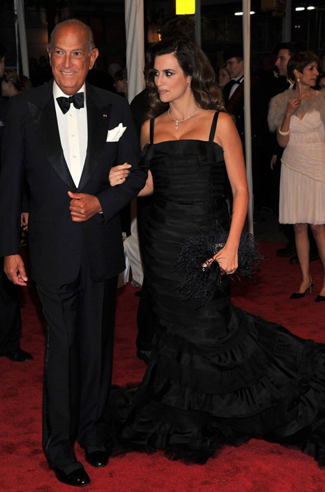 Penelope Cruz black de la Renta dress Met Gala 2011