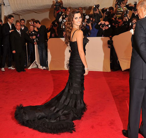 Penelope Cruz Black Oscar de la Renta Dress Met Gala 2011