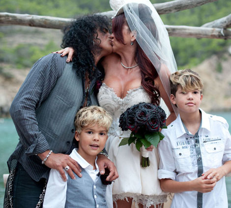 Rock n roll Summer Wedding Inspiration Slash and family