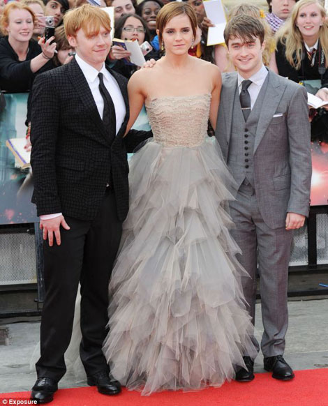 Emma Watson's Oscar De La Renta Tulle Dress For Harry Potter Premiere
