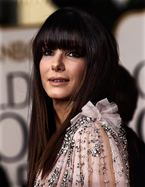 Sandra Bullock pink dress Golden Globes 2011