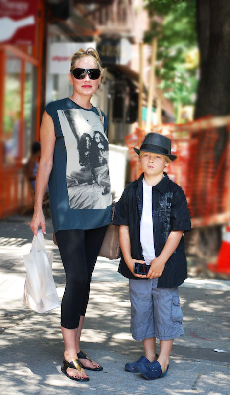Sharon Stone's Casual Look: T Shirt And Leggings