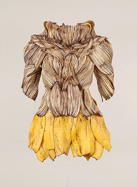 Sung Yeonju wearable art bananas