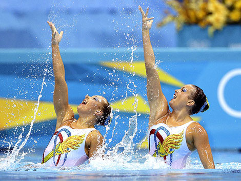 US Synchro Swimming team recommends waterproof makeup