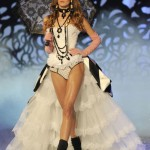 Victoria s Secret 2011 Fashion Show amazing costumes