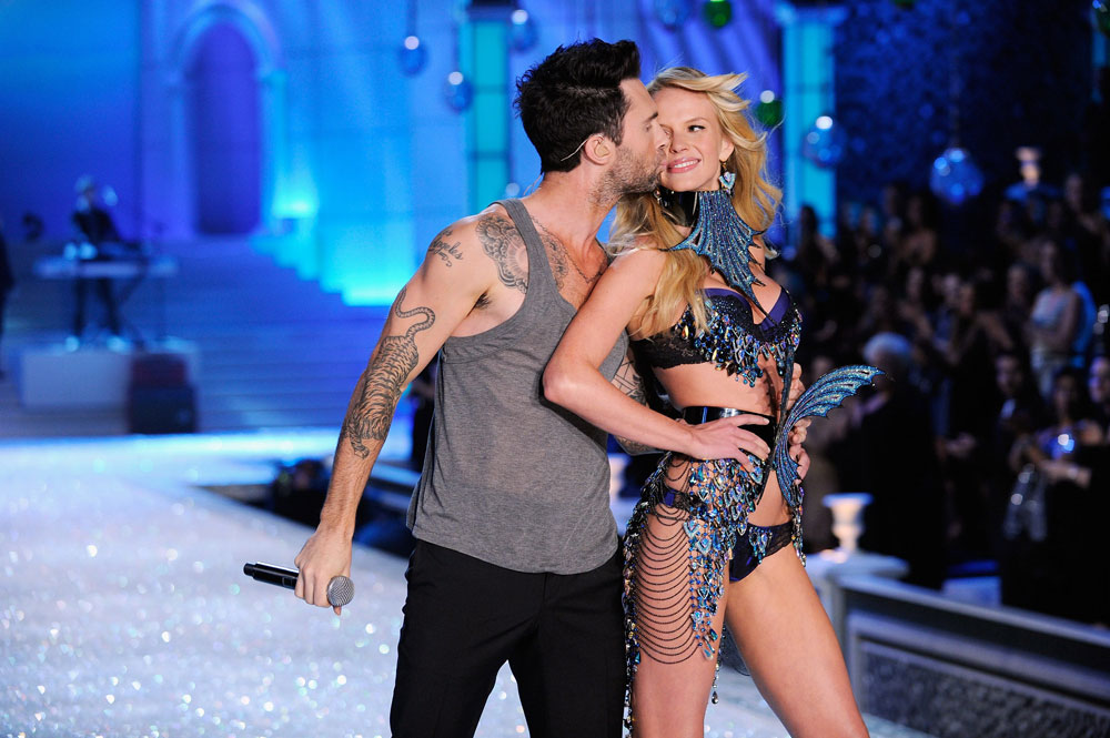 Adam & Anne's Heidi & Seal Moment For Victoria's Secret 2011 Fashion Show
