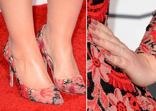 Adele 2013 Grammy Awards wedding ring shoes nails
