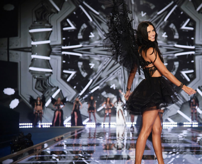 Adriana Lima Victoria s Secret 2014 Fashion Show