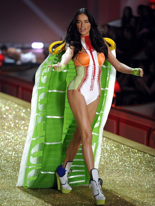 Adriana Lima Victoria s Secret Fashion Show 2010 1