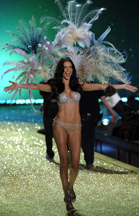 Adriana Lima Victoria s Secret Fashion Show 2010