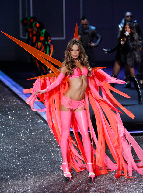 Alessandra Ambrosio Victorias Secret 2009 fashion show