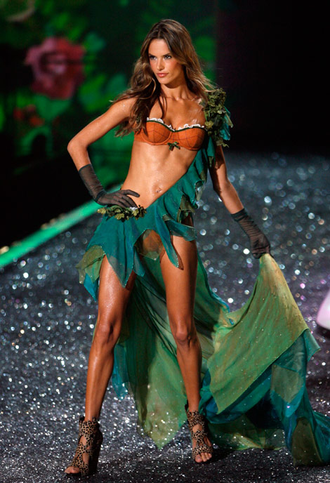 Alessandra Ambrosio's Victoria's Secret 2009 Fashion Show