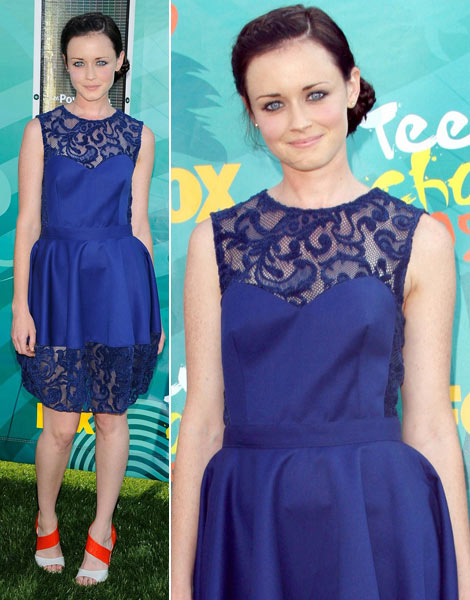 Alexis Bledel's Blue Opening Ceremony For Teen Choice Awards 2009