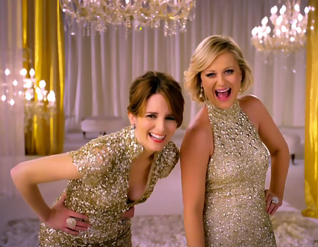 Tina Fey, Amy Poehler Converse For 2013 Golden Globes Red Carpet!
