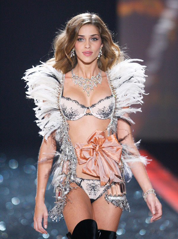 Ana Beatriz Barros Victoria s Secret 2009 show 2