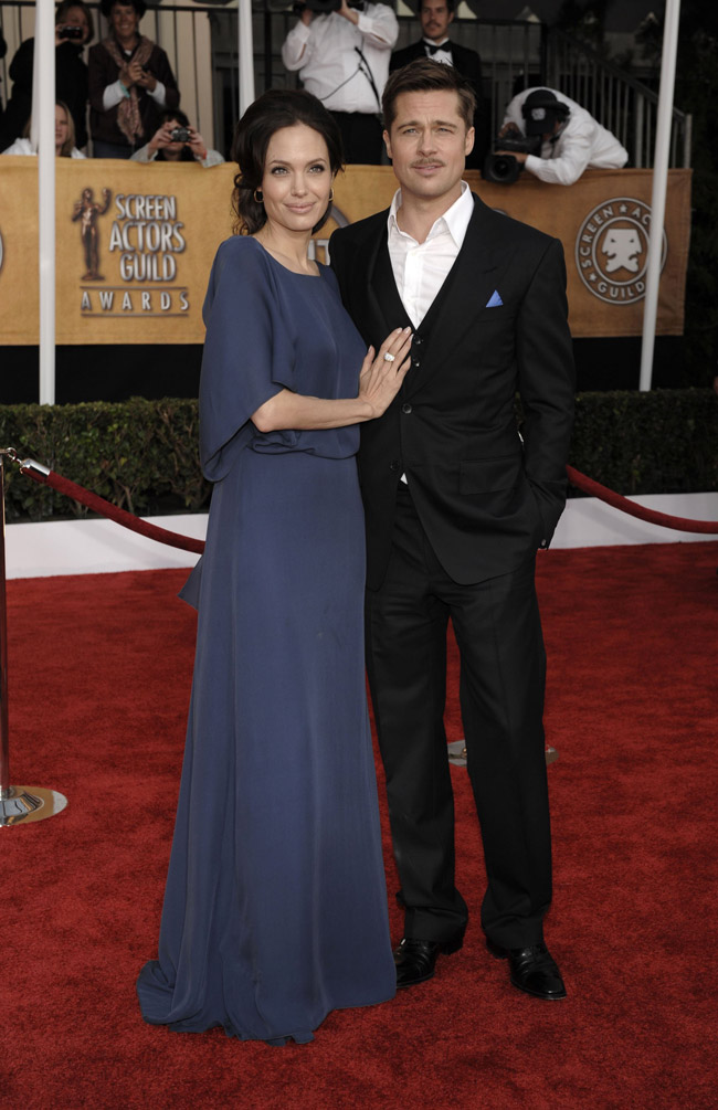 Angelina Jolie blue Max Azria dress SAG Awards 2009 Brad Pitt