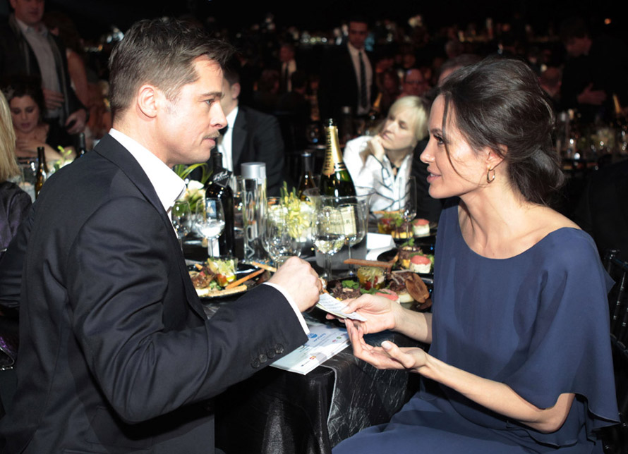Angelina Jolie blue Max Azria dress SAG Awards 2009 dinner Brad Pitt