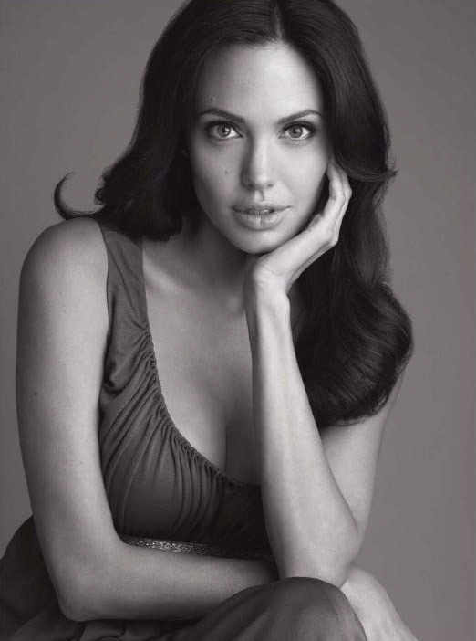 Angelina Jolie Harpers Bazaar December 2008 black and white pictures 3