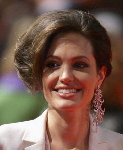 Angelina Jolie new hair Benjamin Button premiere Berlin