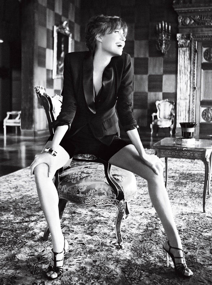 Angelina Jolie Vogue US December 2010 Mario Testino large