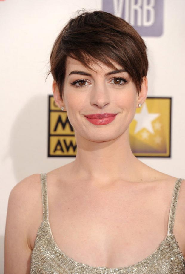 Anne Hathaway hair makeup Critics Choice Awards 2013