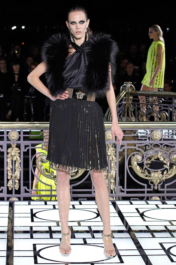 Atelier Versace Spring 2013 pleats gold fur