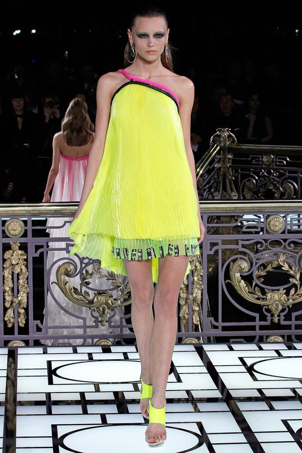 Atelier Versace Spring 2013 yellow pleats