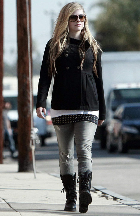 Avril Lavigne Is Having Weight Issues?