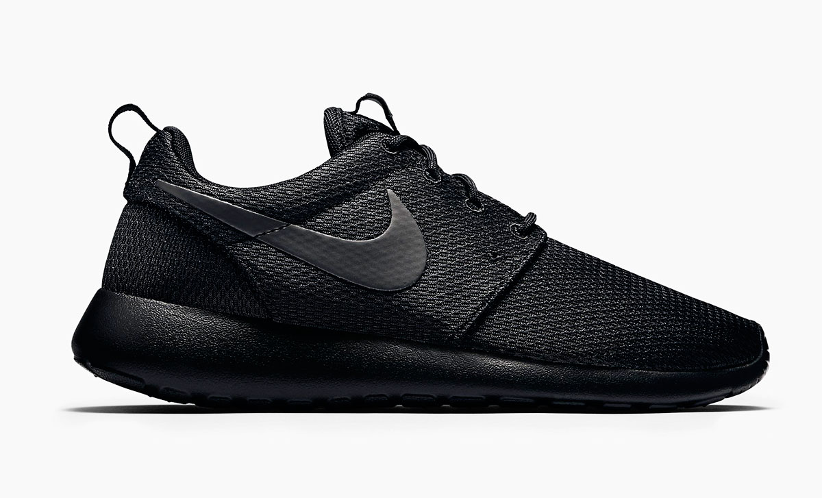 black mesh sneakers Nike Roshe One